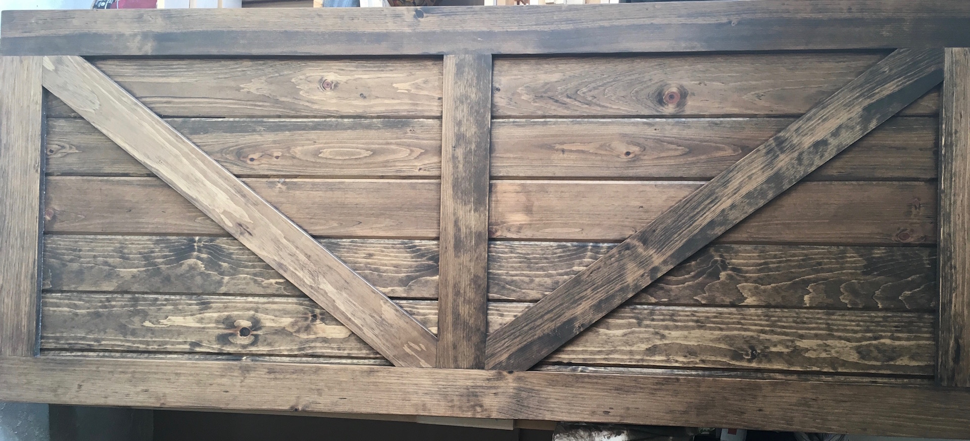 table size bedroom queen wood brown pure varnish king logs headboard frame tree rocking bed side pine unpolished door hickory classic rails barn